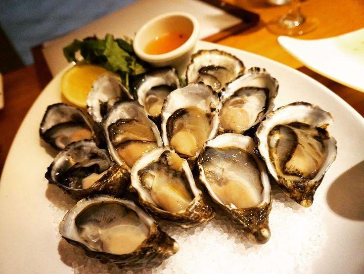 Fresh oyster the bestやっぱり生牡蠣がいちばん #オーストラリア #デイドリームアイランド #リゾート #スパ #牡蠣 #ディナー #レストラン #マーメイド #夢の島 #旅 #世界遺産 #locogirl #beachgirl #trip #daydreamisland #beach #happy #dinner #marmalade #fun #spa #resort #summer #relax #champagne #mermaid #GreatBarrierReef #model #oyster #yummy by tomomi_tojo http://ift.tt/1UokkV2