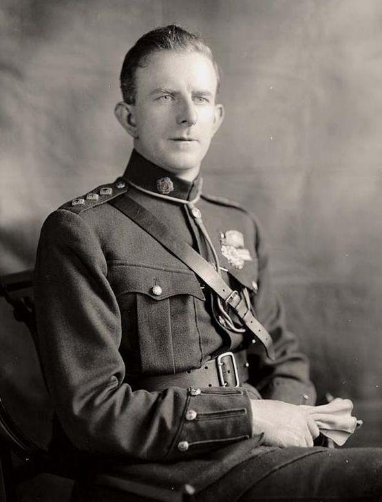 Eoin O'Duffy (1892 - 1944) fue el líder de la Brigada de Monaghan del Ejército Republicano Irlandés (IRA) durante la Guerra de Independencia irlandesa éxito y en esta capacidad se convirtió en Jefe de Estado Mayor del IRA en 1922. Levantó la brigada irlandesa para luchar por Francisco Franco durante la Guerra Civil española como un acto de solidaridad católica y fue inspirado por la Italia de Benito Mussolini para fundar el Partido Nacional Corporativa.