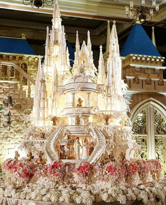 9 Incredible Castle Wedding Cake Ideas You Will Get Amazed In 2020 Castle Wedding Cake Extravagant Wedding Cakes Amazing Wedding Cakes