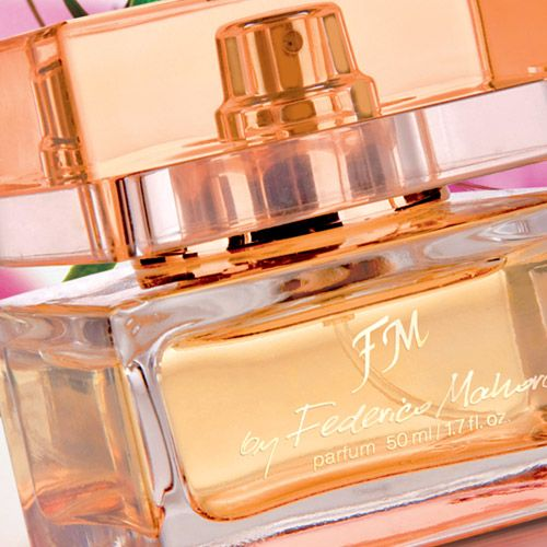 Code:  FM 317 Price: £18.50 Collection: Luxury Capacity: 50ml Fragrance: 20% Type: Seductive, sensual Fragrance notes: Head notes: red berries, pink pepper  Heart notes: raspberry, peach, violet, lilac Base notes: patchouli, ambergris. To purchase this product visit  http://www.membersfm.com/Michelle-Brandon