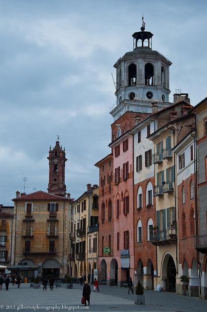 La torre civica in Piazza Santarosa, Savigliano, Piemonte Italy