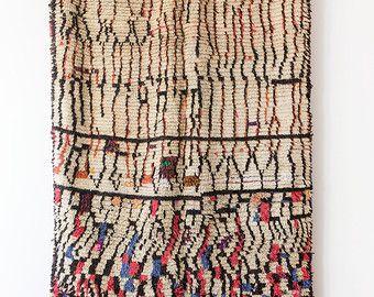 Dell'annata marocchino tappeto di Azilal rosa I di LoomAndField