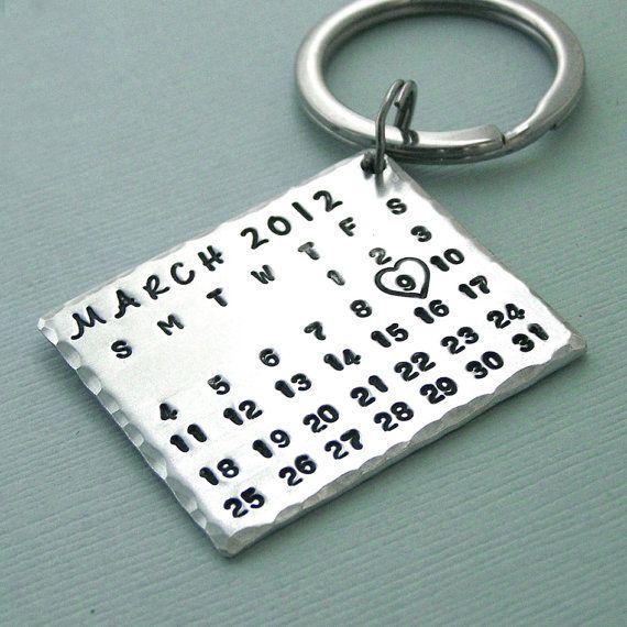 Marca la fecha aluminio calendario llavero por PangaeaDesigns
