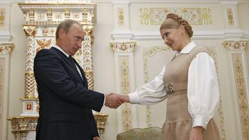 -Greetings- Above is Russian Prime Minister Vladimir Putin shaking hands with Ukrainian Prime Minister, Yulia Tymoshenko. In the Ukraine when formally greeting you shake hands and usually say  Dobryj den'  which means good day. The men wait for the women to extend their hand first, before they begin to shake hands. When greeting in an informal scenario you would wave and say Pryvit, this means hi. If you are greeting a relative you would give them a hug or a kiss on the cheek.