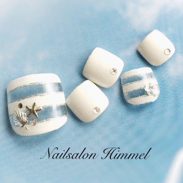 「青と白、ときどき赤。シンプル可愛い'マリンネイル'で夏を120%満喫せよ♡」に含まれるinstagramの画像