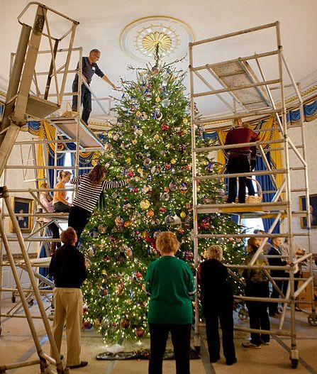 Behind the scenes of the white house christmas decorations