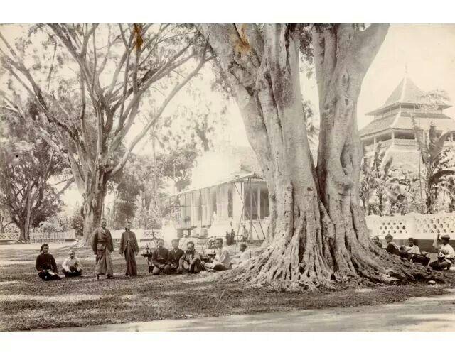 Alun-alun kota Garut, 1920  (C) Nationaal Archief/Collectie Spaarnestad