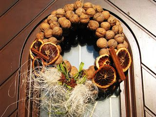 Joanna Wajdenfeld ozdoby i dekoracje DiY, wieniec, wieniec z orzechów włoskich, wieniec z orzechów na papierowej podstawie, domowe dekoracje, jesienne dekoracje, do domu, do ogrodu, na taras, wieniec jesienny, wieniec adwentowy, wieniec Gwiazdkowy, #home decor,
