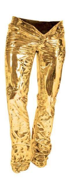Richard ORLINSKI (Né en 1966) Gold Wild Denim Sculpture en bronze à patine dorée, signée, titrée et numérotée 2/8 sur une plaque, datée 2011 Haut.: 180 cm - Larg.: 70 cm - Prof.: 60 cm Un certificat de… - Louiza Auktion & Associés - 13/12/2014