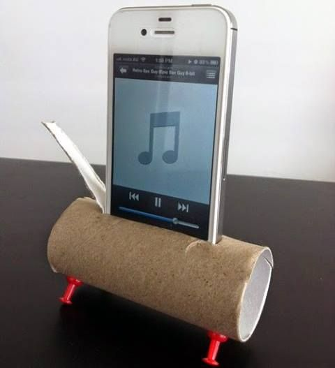 The speakers on iPhones aren't particularly good. Amp it up by placing it inside a toilet paper roll: Toilets Paper Tube, Make Life Easier, Idea, Iphone Speakers, Toilets Paper Rolls, Lifehacks, Life Changing, Movie Quotes, Life Hacks