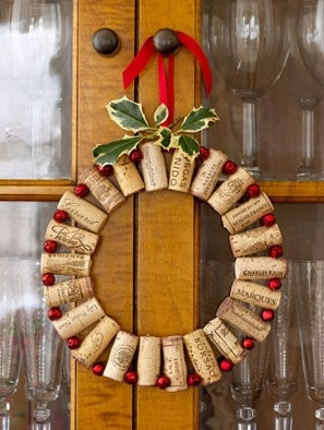Christmas decorating idea using wine corks....