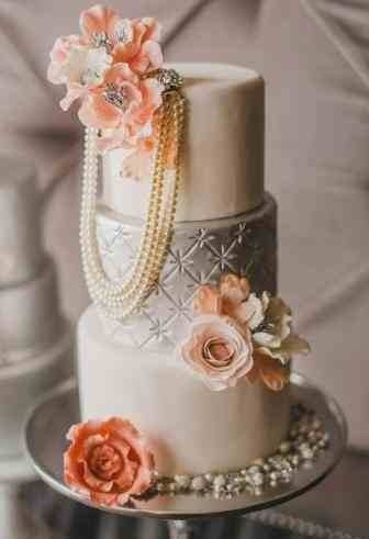 pearl necklace on a cake. adorable