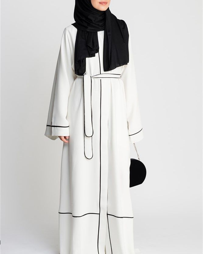 Have you seen Feradje new Abaya collection? Check all new arrivals at www.hazanah.com, link in bio