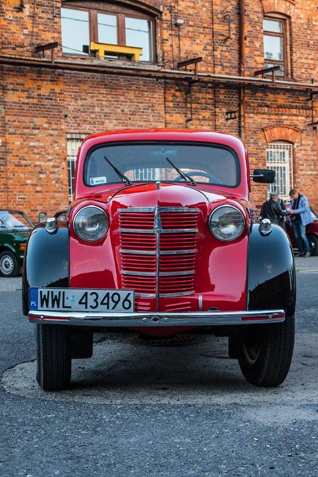 Święto Konesera i Ulicy Ząbkowskiej #warsaw #praga #old #car #poland http://blog.koneser.eu/relacja-ze-swieta-konesera-i-ulicy-zabkowskiej/