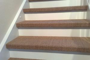 Tenkte at teppe i trappa var ut, men dette var jo stilig! Men kanskje heller i grå-toner så det matcher resten av huset vårt?
