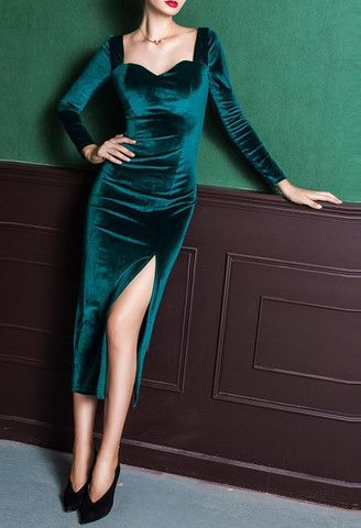 Emerald velvet dress Supernatural Style | https://styletrendsblog.blogspot.com/