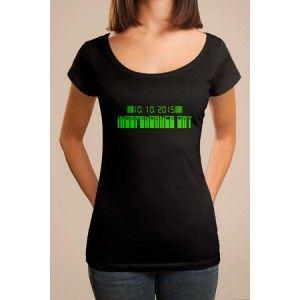 T-shirt original imprimé Independance Day, coupe homme et femme. Tee shirt personnalisé manches courtes col rond, pour une idée originale de cadeau. T shirt décalé créatif pour un cadeau d'anniversaire, date marquante, enterrement de vie, BAC, fin d'études, déménagement, voyage, etc.