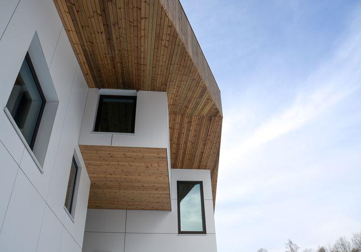 Oslo apartment complex by Various Architects. White and wood facade with playful windows. Modern Architecture. /  Oslo leilighetskompleks av Various Architects AS. Hvit og trefasade med lekre vinduer. Moderne arkitektur.