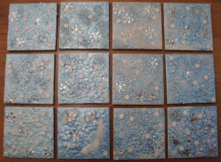 Zimní obrázek - tvoření na dlaždičku (skořápky, akrylová barva, tekuté vodovky, třpytky, vločky z alobalu, hvězdičky, ...)