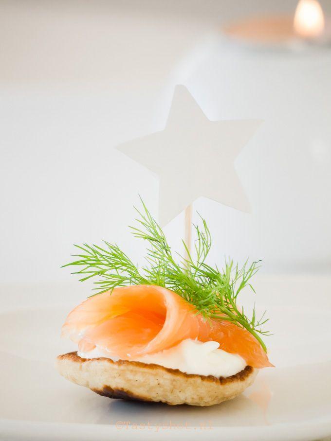 Citroen blini met zalm & mierikswortel. Mijn favorieten amuse of borrelhapje is altijd een succes op feestjes en etentjes!... Photography: © Gitta Polak www.Tastyshot.nl