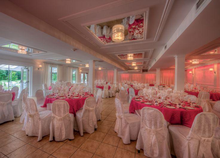 Notre salle Alto récemment rénové en 2012! On peut également changer la couleur des lumières à votre guise! Jusqu'à 150 convives!