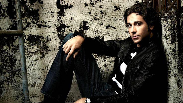 zachary levi chuck Wallpaper HD Wallpaper