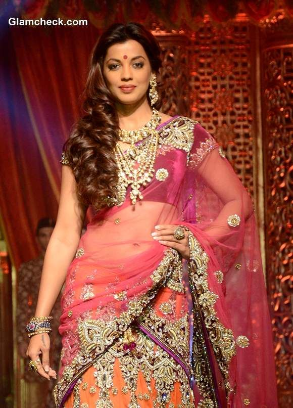 Mugdha Godse 2013 Vikram Phadnis Bridal Couture Collection