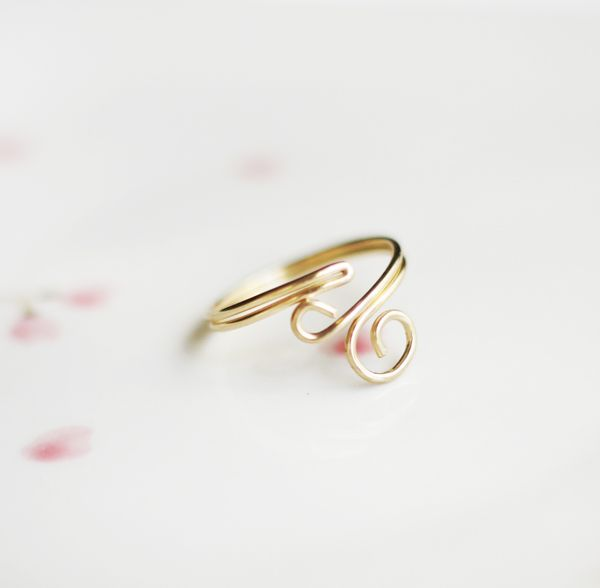 """I am a ring addict, and because this Ring is one of my favorites I thought why not share how I make them. So this weeks DIY is my so called """"Swirl Ring"""". Hope you enjoy!"""