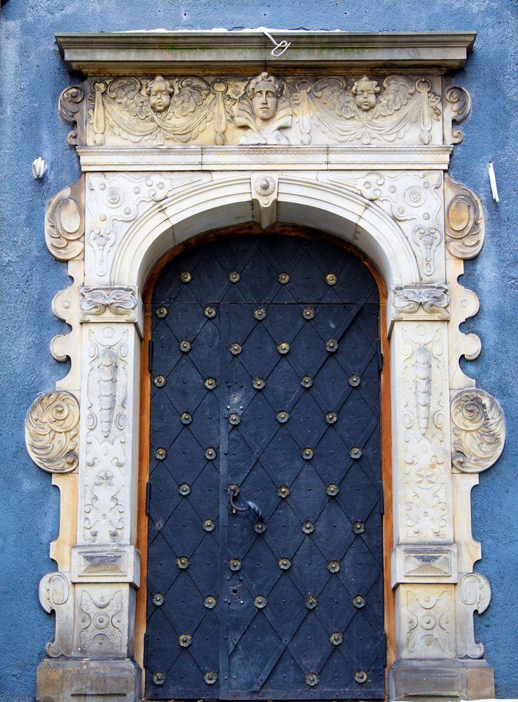 dark blue + diamonds door