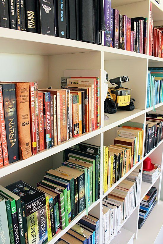 Sorting your books by colour color