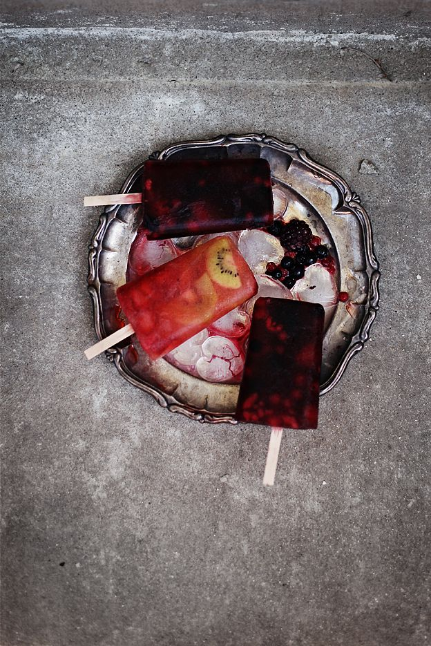 berry fruit pops | Call me cupcake  http://call-me-cupcake.blogspot.com.es/2012/05/berry-fruit-popsicles.html