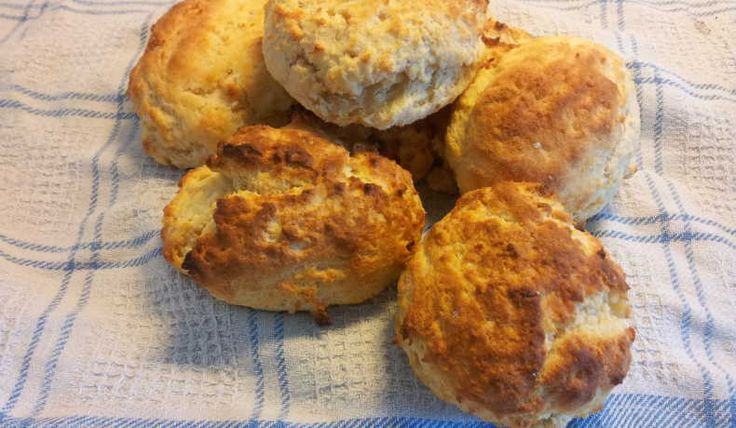 Scones bakade med sojamjöl, för att höja proteinhalten i brödet.