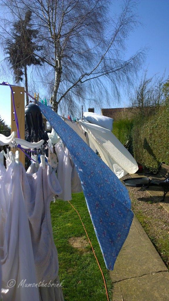Nokia Lumia 1020 in action - family garden drying laundry solar power