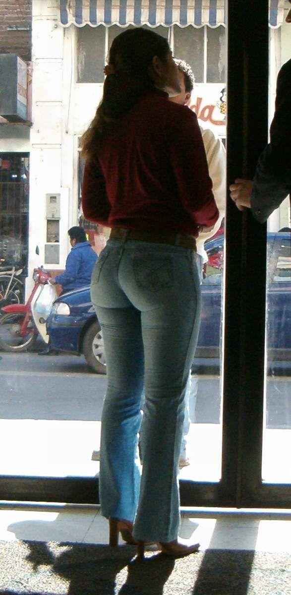 Big ass milfs in blue jeans