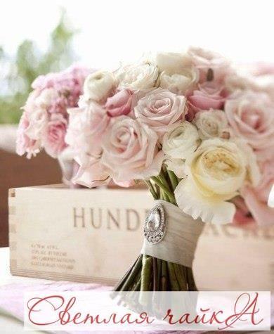 Свадьба в стиле Шебби шик.   Английское выражение «Shabby chic» буквально означает потёртый блеск или шик, и в этом выражается его суть. Шебби шик совмещает изысканность и элегантность классики с небрежностью и потёртостью винтажа. Пастельные тона в декоре и образах жениха и невесты, выцветшее дерево, потёртая и состаренная краска и кружево помогут вам создать то ощущение, которое должно остаться после свадьбы в стиле Шебби шик – ощущение сказки и духа времени.  В декоре используйте…