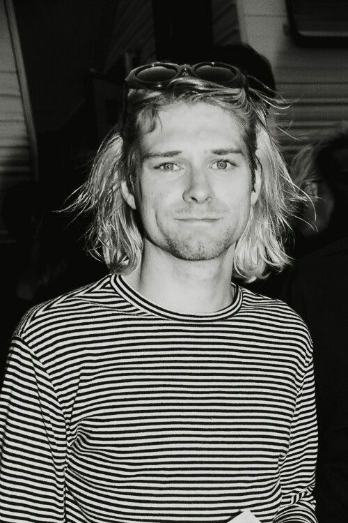 Love his style. I get inspiration from men just as much as I do women and I love his laid back, grunge look. Leia agora os nossos artigos sobre música grunge em http://mundodemusicas.com/category/grunge/