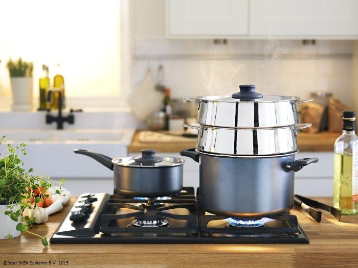 Poți pregăti mai multe feluri de mâncare în același timp cu ajutorul sitei STABIL. Așa vei economisi energie și timp atunci când prepari o cină gustoasă pentru cei dragi. Poftă bună! www.IKEA.ro/sita_STABIL