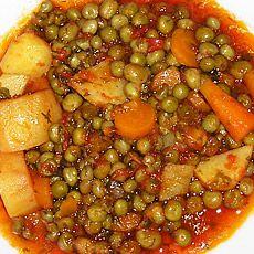 Αρακάς με πατάτες και καρότα γιαχνί - Arakas me patates kai karota giaxni - Greek Peas with potatoes and carrots in tomato sauce