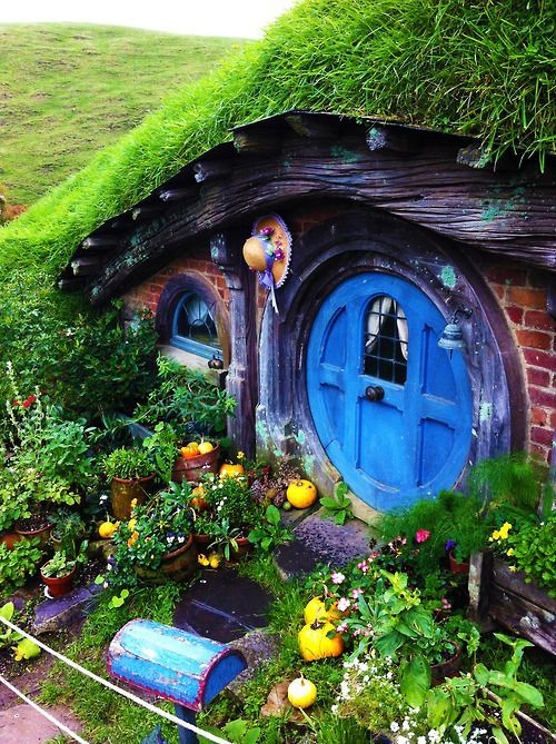 hobbiton in new zealand lovely place of hobbit houses hobbit houses home and new zealand. Black Bedroom Furniture Sets. Home Design Ideas