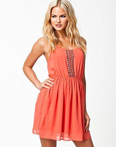 Jade Dress - Jeane Blush - Koraal - Doordeweekse jurken - Kleding - NELLY.COM