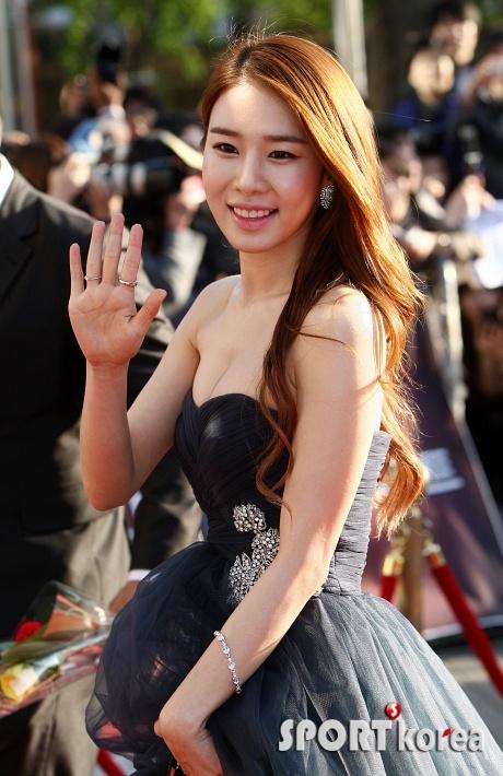 http://en.korea.com/k-stars/files/2012/04/yoo-in-na-3.png