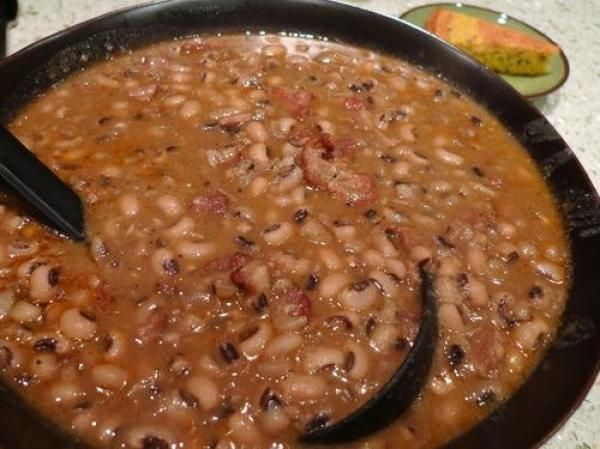 Cajun Blackeyed Peas // dried blackeyed peas simmered with bacon, smoked ham, sausage and chiles.