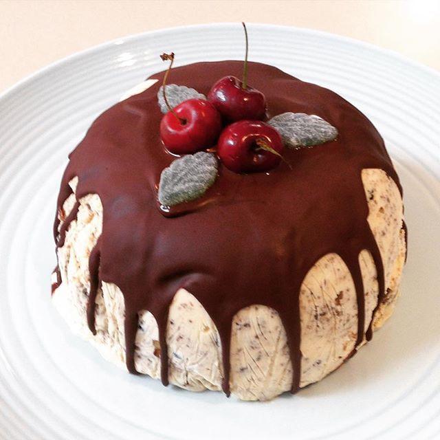 Ice Cream Christmas Pudding 🎅🏼 #yum #christmaswiththesmiths #christmas2015