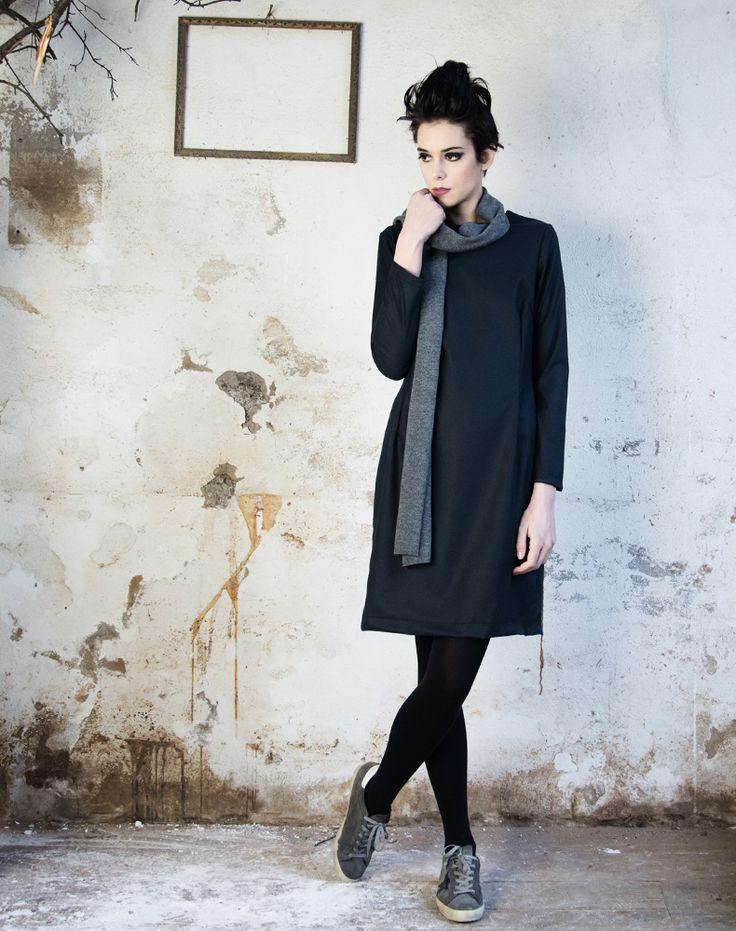 Chiara indossa • sciarpa SCIA WOMAN lana grigio http://www.cuculab.it/it/donna/shop/accessori--1-1/scia-woman-1/scia-woman-grigio.html • abito EMIL DRESS viscosa antracite http://www.cuculab.it/it/donna/shop/abiti-aw1617/emil-dress-1/cluster.html • www.cuculab.it •