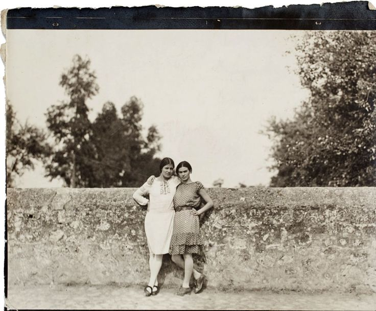 Frida Kahlo and Tina Modotti, 1928