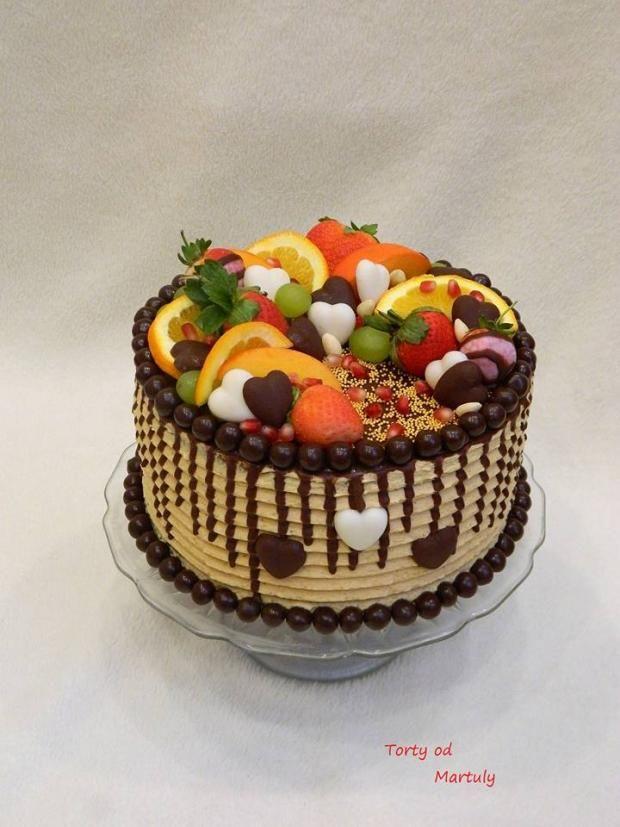 Torta plná ovocia a čokolády. Mňam! Autorka: MARTULY. Tortyodmamy.sk.