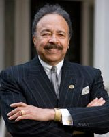 In 1986, William R. Harvey (1941-) was the 1st Black person to be the sole owner of a major soft drink bottling franchise, a Pepsi plant in Houghton, MI. Born in AL, Harvey holds his Ed.D. from Harvard (1971) & became president of Hampton University in 1978 #BlackHistoryYouDidntLearnInSchool #BlackHistory #BlackHistoryEveryMonth #BlackExcellence #BlackHistoryEveryDay #BlackHistoryIsAmericanHistory #BlackHistoryRocks #todayinblackhistory #BlackHistoryIsEveryonesHistory #BlackFact