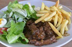 Vlaams stoofvlees met friet (iets zoeter vlees door appelstroop en bier) Recept voor slowcooker en bradpan