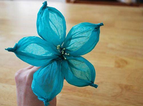 Over twenty flower tutorials. So pretty for presents