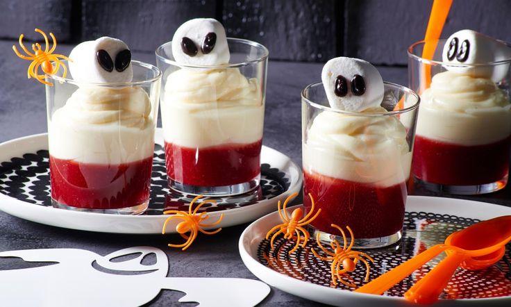 Gespenster-Dessert Rezept: Dessert aus weißer Schokoladencreme und Johannisbeersoße - Eins von 7.000 leckeren, gelingsicheren Rezepten von Dr. Oetker!